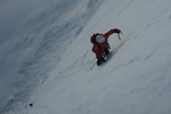 Nach zwei Stunden Zustieg die ersten Längen im Eis. Na ja...eher steiler Schneematsch. Der Tag war ganz schön warm. Perfekt für den Fels aber eher mässig fürs Eis