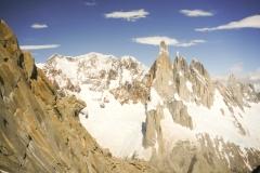 Nach drei Längen im Eis und 4 Längen im Fels wechselt die Route in die Westseite und man hat einen tollen Blick auf die Torregruppe