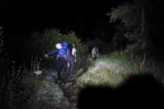 Wir starten so gegen 5:20 von der Sasc Furä. Die Cassin noch fest im Auge doch kurz nach der Hütte, als der erste Rundumblick möglich wird stimmen mich die Wolken pessimistisch