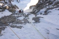 Wir kommen au das Schneefeld nach der zweiten Länge und es sieht sehr trocken aus. Kein Eis