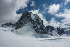 Tour Ronde Nordwand wurde förmlich berannt, mindestens 4 Seilschaften pro Tag. der blanke Eisschlauch in der Mitte sollte also gut eingepickelt sein