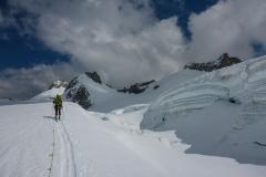 Ski sind momentan noch gut zu gebrauchen, obwohl schon einige Leute zu Fuss unterwegs sind