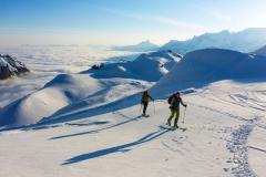 und wieder bei bestem Wetter über die weiten Gletscherflächen auf den Clariden