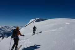 Oberhalb des Gletscherbruchs ziehen sich weite Flächen über nochmal beachtliche 1000hm zum Gipfel