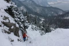 Schneepassagen sind gut zu gehen, es liegt eine treppenartige Spur