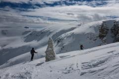 Das Wetter spielt endlich mit, Schnee passt. Lawinenlage mahnt zum aufpassen, dennoch alles vertretbar. Also los ins Vl Lastzis und dann ins Val Mezdi