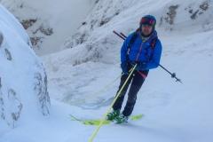Ski anlassen ist quatsch. Man seilt halt doch über ca. 3 Meter Blankeis...Ich häng kopfüber am Fels; hat aber ja niemand gesehen:)