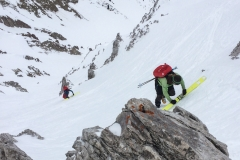 Die letzten paar Meter stapfen wir. Schneeverhältnisse sind übrigens sehr gut. Pistenartige Abfahrt auf guten, tragenden Deckel