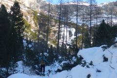 Vorbei am Eisklettergarten Pisciadoies. Der bekommt nun volle Sonne und desintegriert hör- und sichtbar...