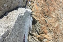Nach dem Felssturz ist eine neue Abseilstelle eingebohrt worden, im Foto ist die alte ca. 1,5m über der neuen zu sehen. Der Routenverlauf hat sich nur wenig gegenüber vorher geändert