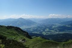 Auf dem Weg zum Wilder-Kaiser-Steig. Ausblick ins Tal.