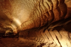 Die Grotte Saint des Marcel. Hier suchte sich ein unterirdischer Fluss seinen Weg.