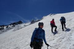 Die letzten steilen Gletschermeter gehen wir lieber ohne Seil, zwecks Mitreißgefahr.