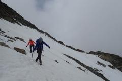 Abstieg über die steile Firnflanke