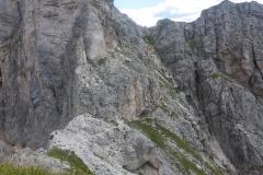 Abstieg ist sehr komfortabel. Nach Osten den im Bild sichtbaren  Pfadspuren in eine Rinne folgen, diese hoch auf die Stevia Hochfläche (10min)