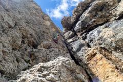 Fels ist immer fest und erstaunlich wenig abgeklettert. Tolle Kletterei