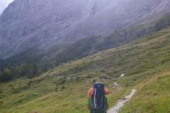 Auf dem Weg zur Ostegghütte. Zunächst von der Station Alpiglen unterm Eiger nach Osten...