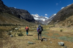 Rechts weg ins Quebrada Cayesh