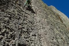 Routen in allen Schwierigkeiten. 60-80m Seil zu empfehlen.