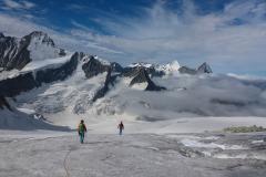 zurück in die Wolken. GPS sei Dank finden wir nach dem durchaus spannenden Gletscherbruch wieder den Weg am Beesibärgli