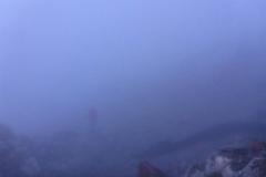 im dicken Nebel stochern wir von Markierung zu Markierung