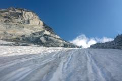 links Turnerkamp S-Grat, rechts die Sattelschneid, dazwischen auf 3220m die Scharte