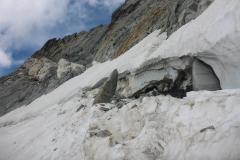 ...der Obelisk der da im Schnee steckt ist gut 6m hoch...bloss weg von hier
