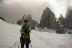 Das Wetter perfekt genutzt: Kaum sind wir unten beginnt um den Gipfel der Jetstream zu orgeln, auf dem Gletscher regnet es leicht