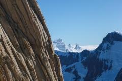 Links die Aguja Poincenot mit dem Blick nach Süden auf (vnlr) Cerro Frande, Pta. Luca und Pta. Mini Torre. Rechts im Vordergrund Cerro Adela Sur. Was für ein Geschenk hier sein zu dürfen!