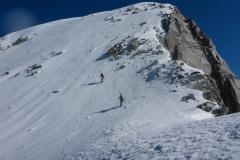 Kurz unterm Gipfel. Bei guten Bedingungen sicherlich mit Ski machbar