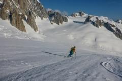 Die Ski machen dann auch den Zustieg zur Pointe Lachenal am nächsten Morgen zum grossen Vergnügen