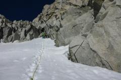 Tag 3: Bernezat Pfeiler an der Tour Ronde. Der Originaleinstieg ist wegen des Bergschrunds nicht gangbar, wir sind dann 40m weiter links etwas heikel eingestiegen