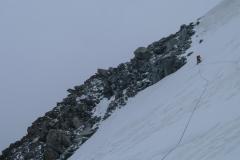 und bei eher bescheidenem Wetter zur NW-Flanke der Aiguille du Toule. Hier ist gerade bester Trittfirn