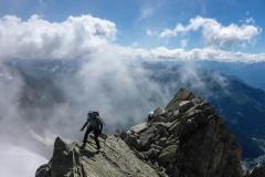 Wir gehen also vom Col d`Entrèves den gesamten Südostgrat. Nach übelst brüchigem Auftakt ist allerfeinste Kletterei geboten