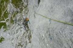 In den meisten Seillängen herrliche Kletterei in festem Fels. Nur die letzten paar Meter halten ein paar Wurfgeschosse parat