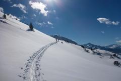 2 mal mit dem Lift rauf, dann noch ca. 10 Minuten und man ist raus aus dem Skigebiet