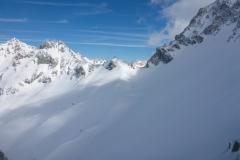 Blick von der Grünsteinscharte zum Hinteren Taja Törl. Hier zwar noch guter Schnee aber sehr starke Verfrachtung. Hundskalt im Wind