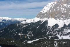 Brendlkar gerade traumhaft zu fahren. Für wens interessiert hier noch zwei Fotos vo nder Neuen Welt. Gut zu erkennen der Forstweg in der Mitte des latschenhangs der zurück (nach Osten) ins Skigebiert führt.
