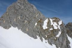 Gimpel Normalweg hat noch ein grosses Schneefeld drin. Wahrscheinlich ist man um Steigeisen und nen Pickel ganz froh im Abstieg. Spuren waren scheinbar keine drin