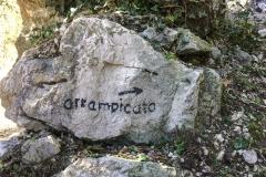 Tags darauf dann schon deutlich besser: La Piccola Piramide and der Coste dell'Anglone. Den Einstieg zu finden ist hier kein Problem