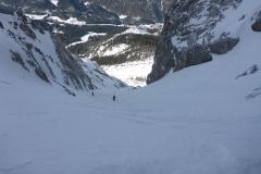 ...öffnet sich dann aber bald zu wirklich gutem Skigelände