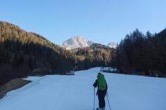 Von der Talstation der Col Raiser Bahn geht über die Skipiste zur Panascharte