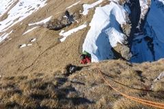 Die Kletterstelle am Felsriegel ist am allerobersten Zipfel, im Zustiegssinn links. Sieht nicht nach 3er aus, ist es aber (1H)