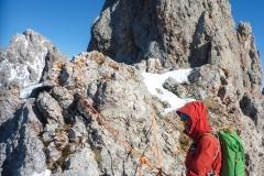 Vor allem bei Schnee und gelegentlich Eis im Grund der Rinnen war das Seil trotz der geringen Schwierigkeiten ganz nett