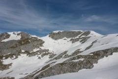 Es ist noch viel Schnee vorhanden, der Hiefler an dem wir klettern wollten hat eine massige Wächte...da gehen wir lieber nicht hin