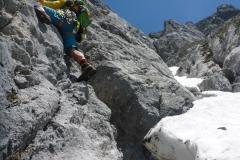 Wir suchen den Einstieg zur Südrampe am Hochthron...letzlich finden wir den Einstzieg unterm Schnee nicht
