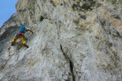 Sobald der Fels gelb wird wirds sehr glitschig. Muss man mögen. Abr wie gesagt: Die gute Absichrung
