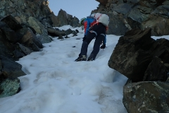 Steiler Aufstieg zum Grat des Monte Disgrazia.