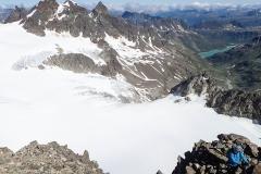 Durch den vereisten Kamin Richtung Piz Buin Gipfel (Tipp: lin Blickrichtung links wäre es einfacher)
