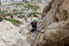 """Der """"Bergführerweg"""" ist nach der Beschreibung von Bergsteigen.at für mich nicht zu finden...Das Foto im Bernardi-Führer konnte ich nicht zur Deckung bringen. Jedenfalls holt man mit den nur 5 Minuten die man für den Klettersteig braucht (vs. 1 Std Berführerweg) die Zeit zum suchen locker wieder auf"""